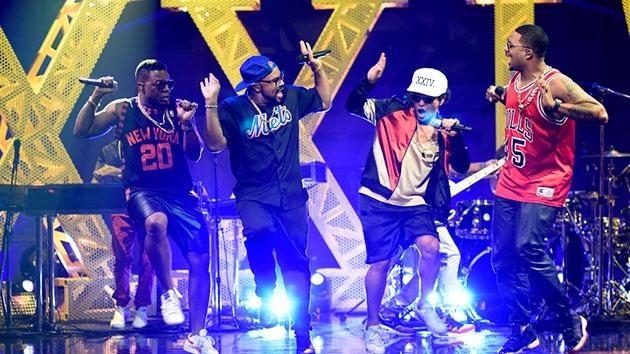 Bruno, Rihanna, Justin #ShortBuzzz