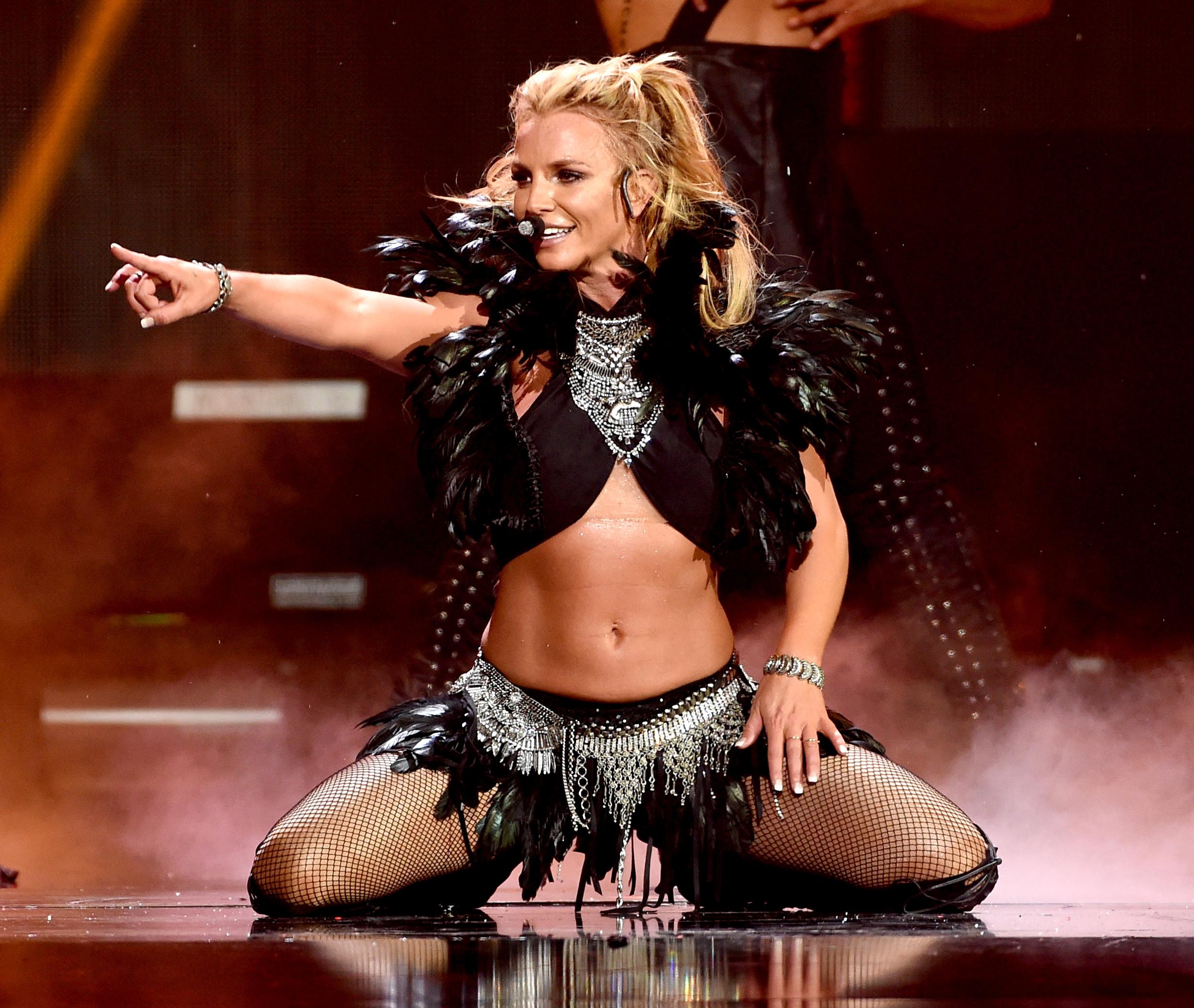 Britney and Grammys #ShortBuzzz