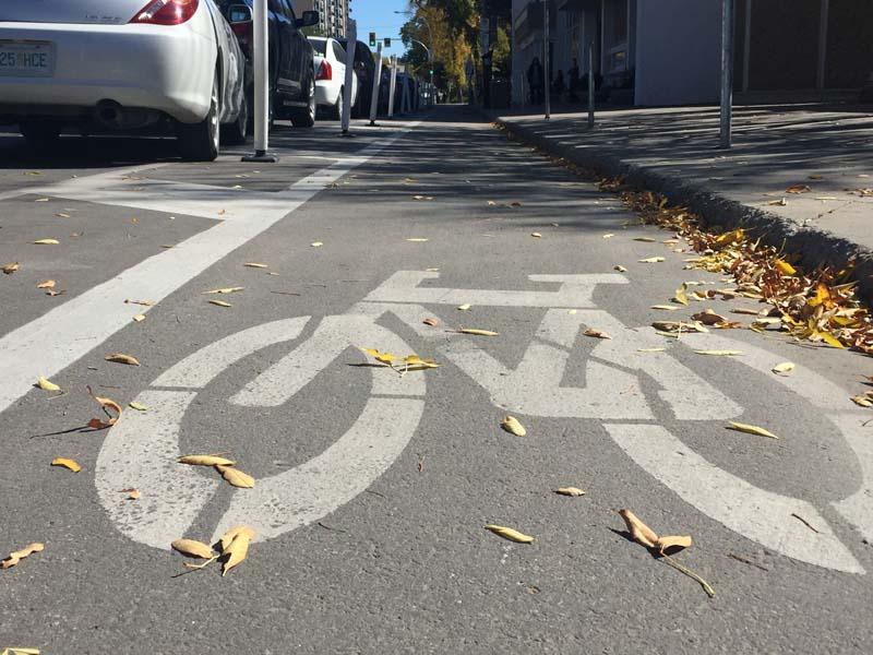 Saskatoon Contemplates AAA Cycling Network