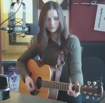 Vanessa Wittstruck performs Live On The Drive!
