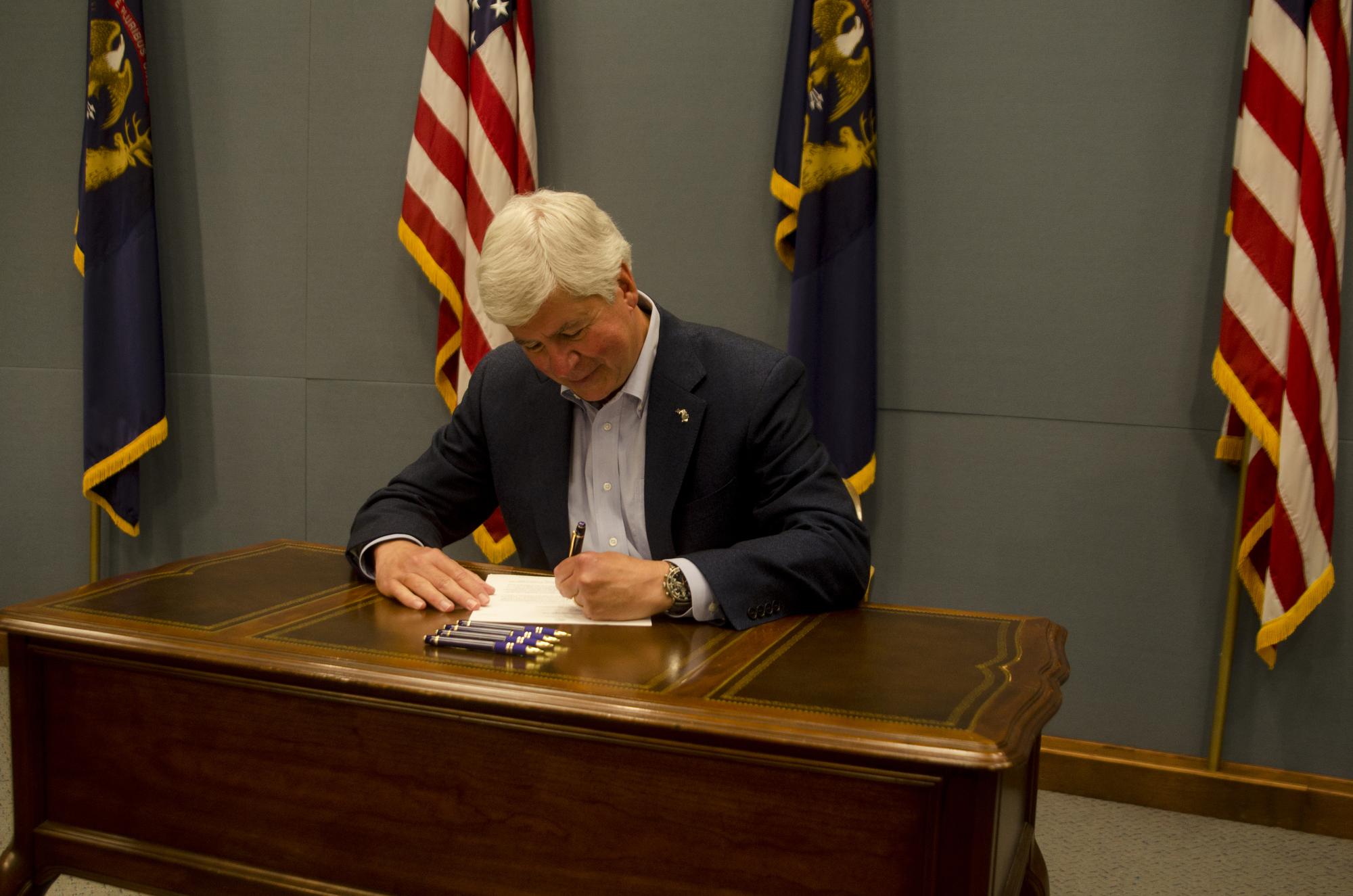 Snyder Removes 'Felony' Question From Job Apps