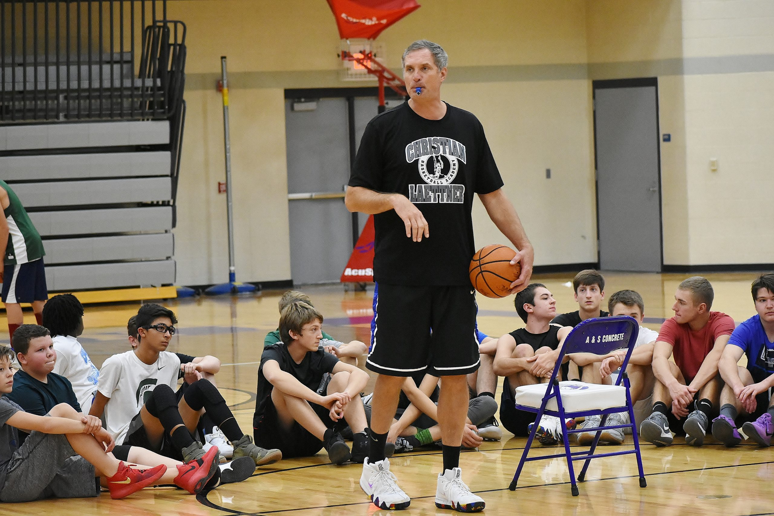 Laettner Holds Basketball Camps In Gladstone