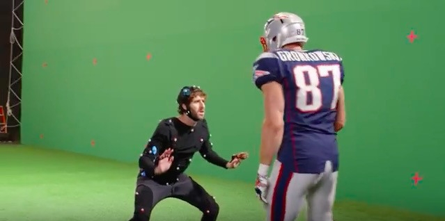 Lil Dicky tries to jam Gronk at the line