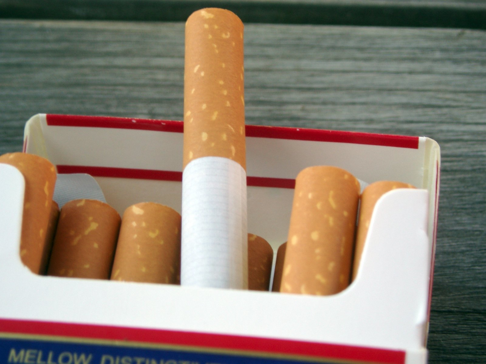Most Corner Stores Check Age For Cigarettes: Province