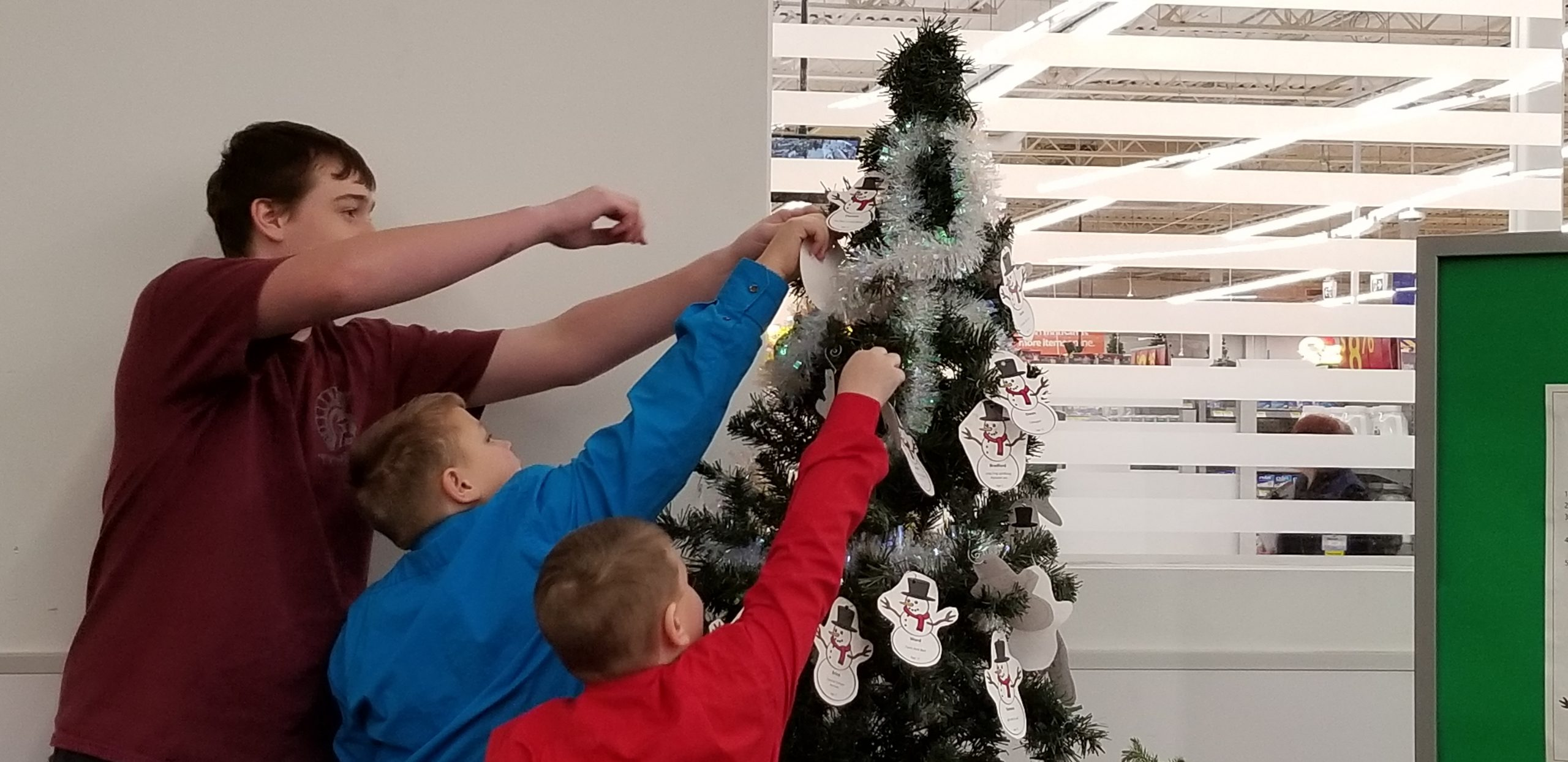 Holiday Wishes Tree Needs 600 Gifts