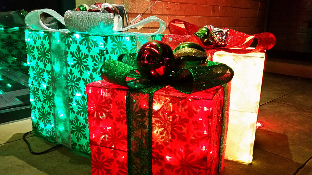 Listen: Christmas Gift Wrapping Methods