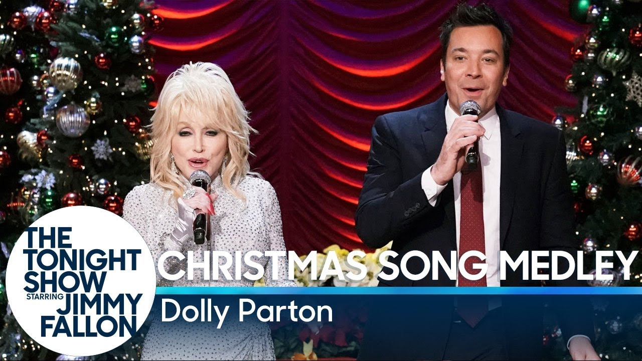 Jimmy Fallon Christmas.Jimmy Fallon And Dolly Parton Sing A Medley Of Christmas