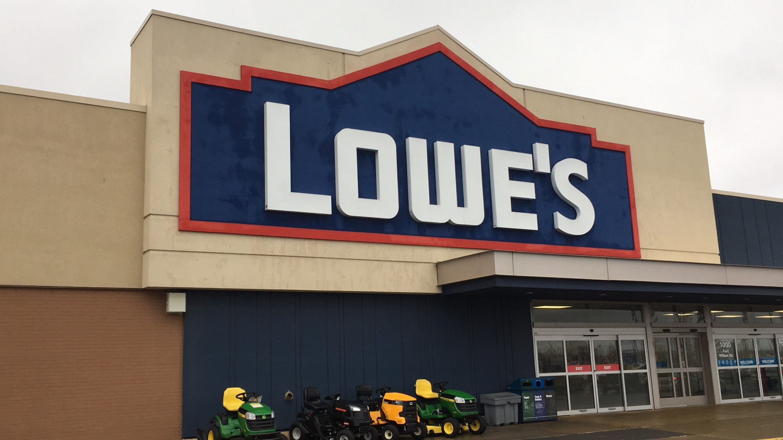 Lowe's Not Closing In Thunder Bay