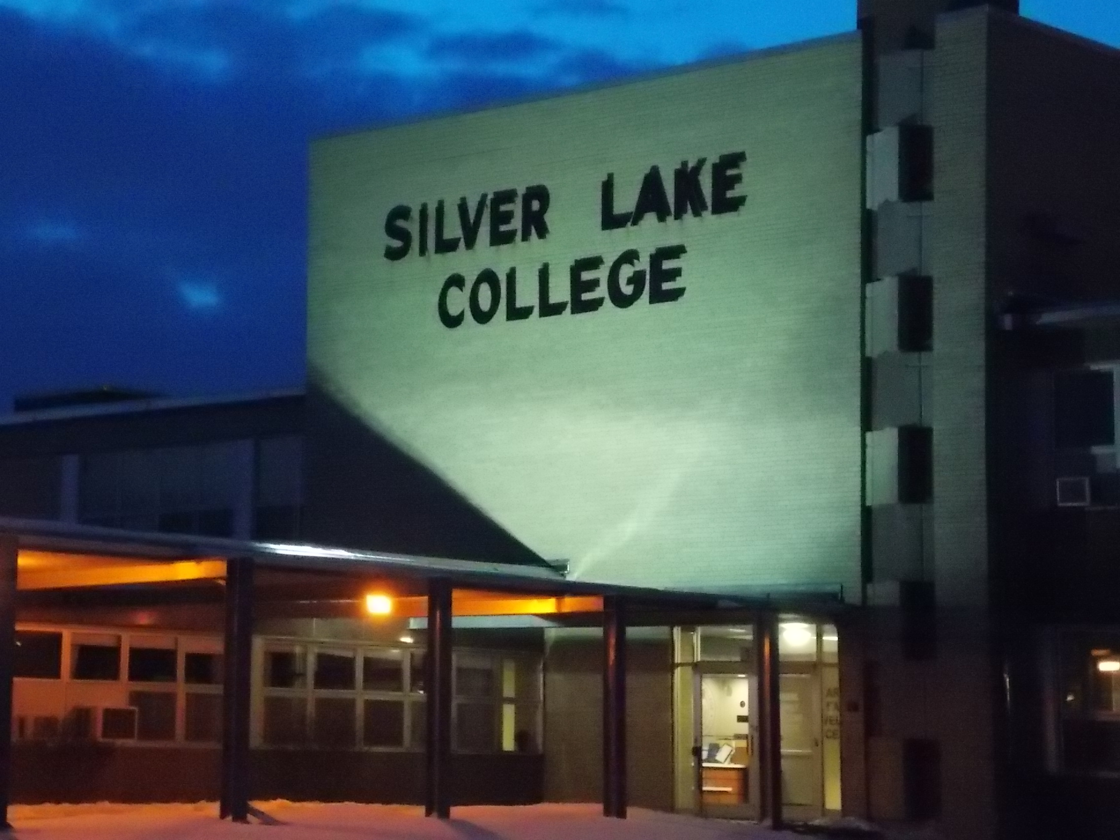 Silver Lake College Hits the U.P. This Weekend