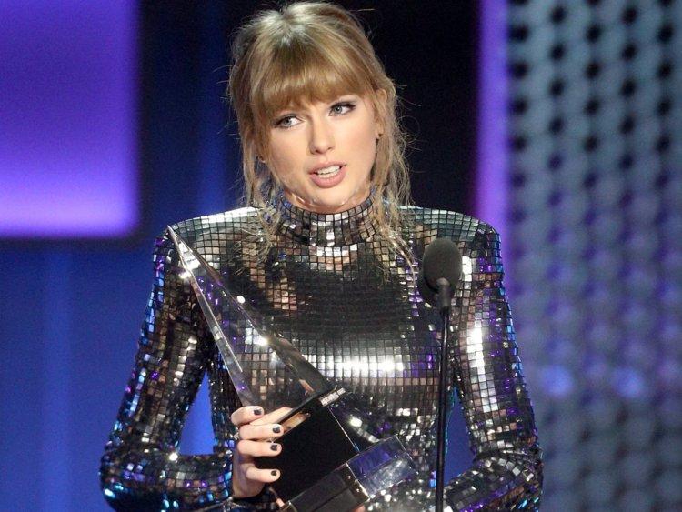 Taylor Swift Wins Big At The Amas Mix 97