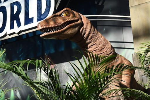 Woman Gets Freaked Out by An Animatronic Dinosaur