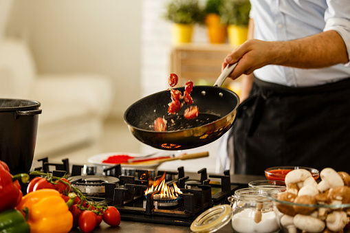 """This Study Claims Non-Stick Frying Pans are Making You Smaller """"Down There"""""""