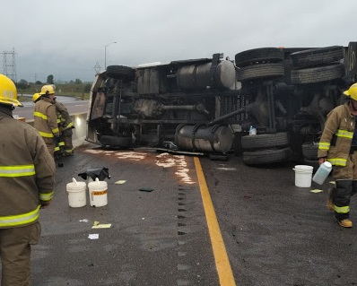 Tractor trailer crash closes west 401 in Quinte West Friday