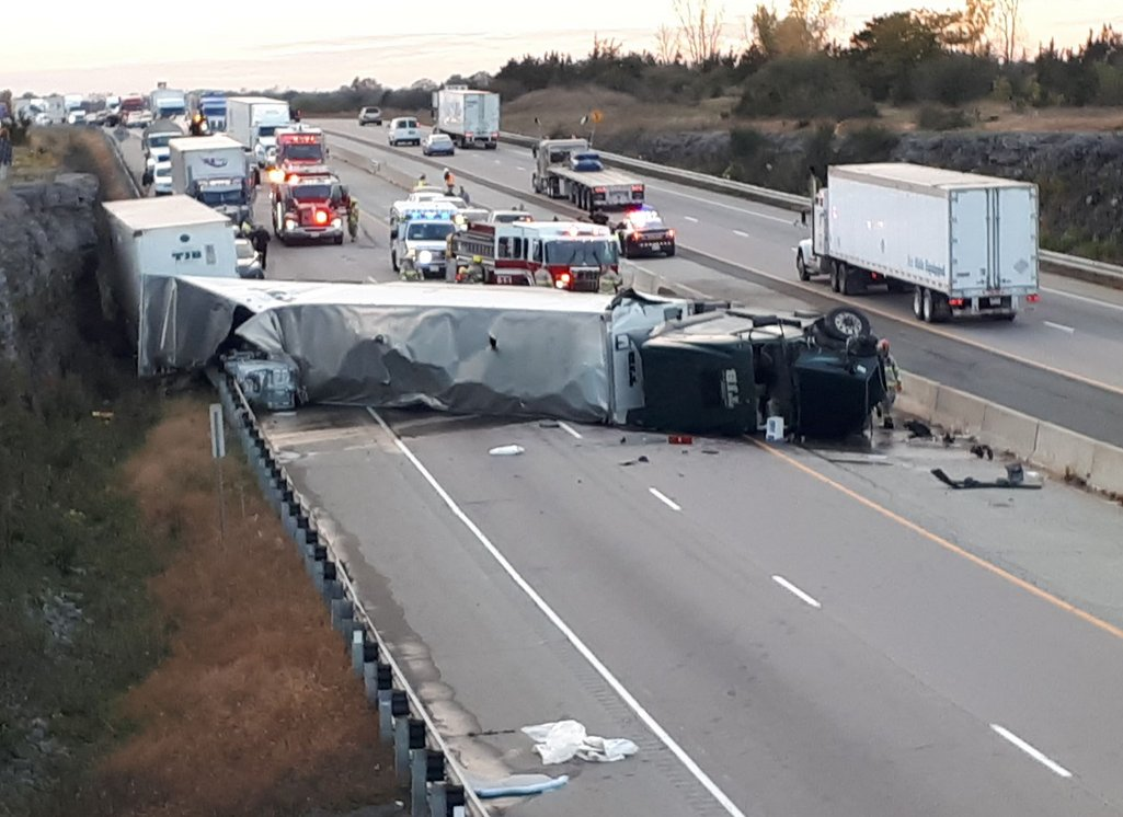 UPDATE: 401 open to traffic fatal crash on Highway 401 eastbound