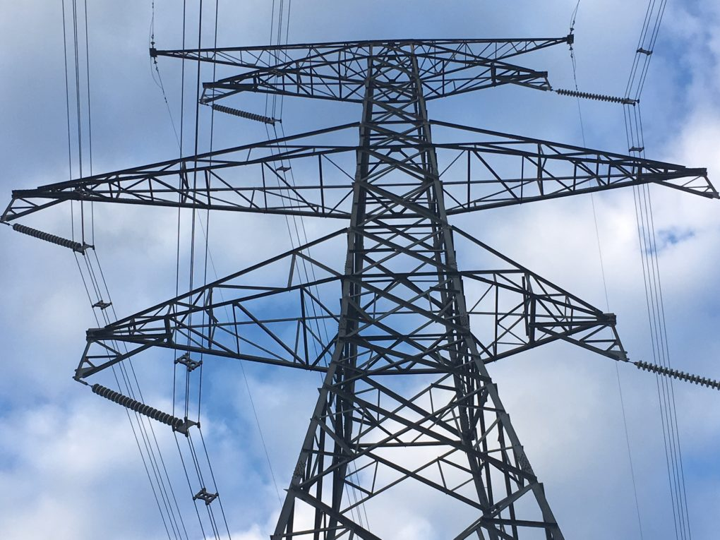 Heavy winds cause sporadic power outages