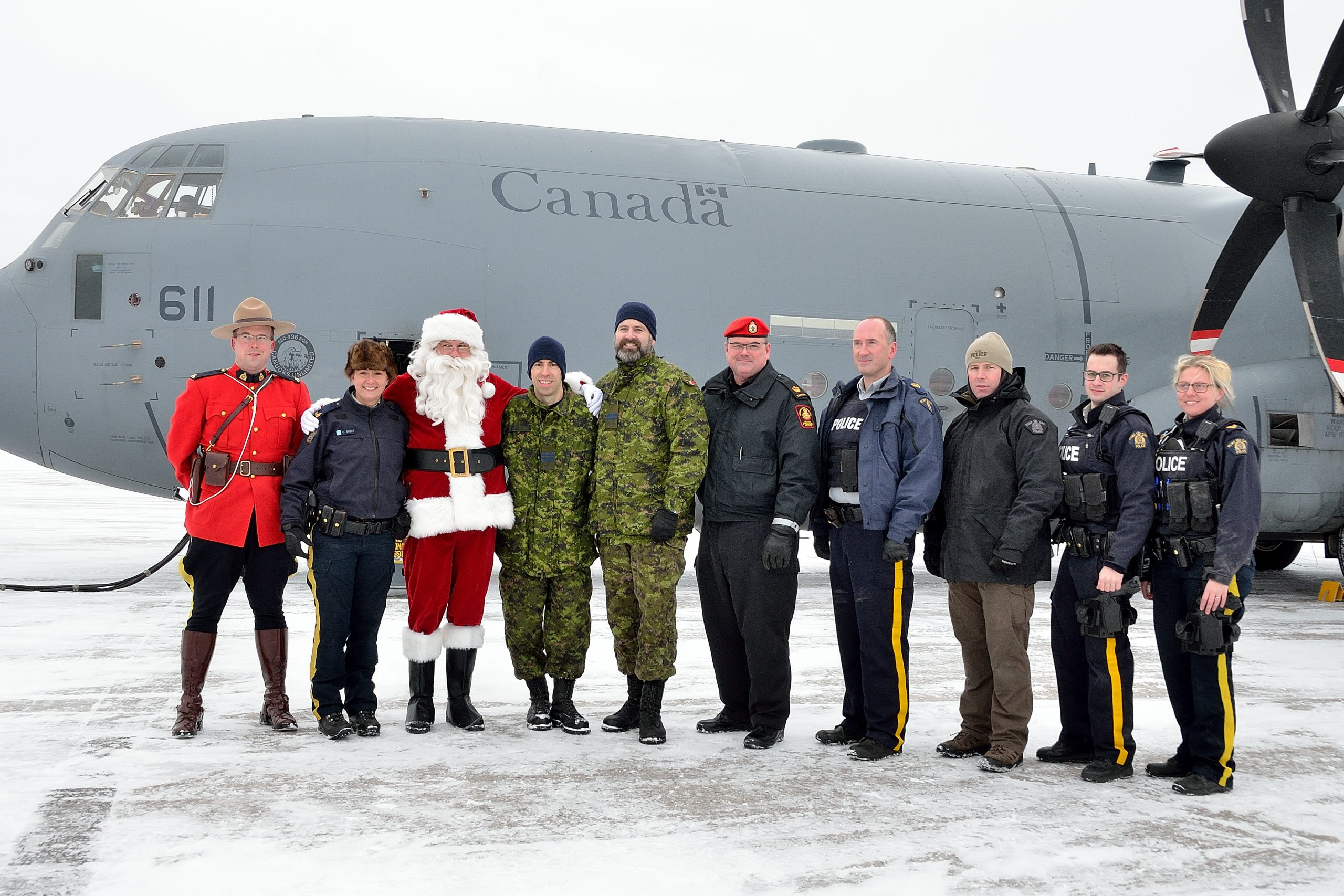 8 Wing and 5 Wing help RCMP spread holiday cheer to the north