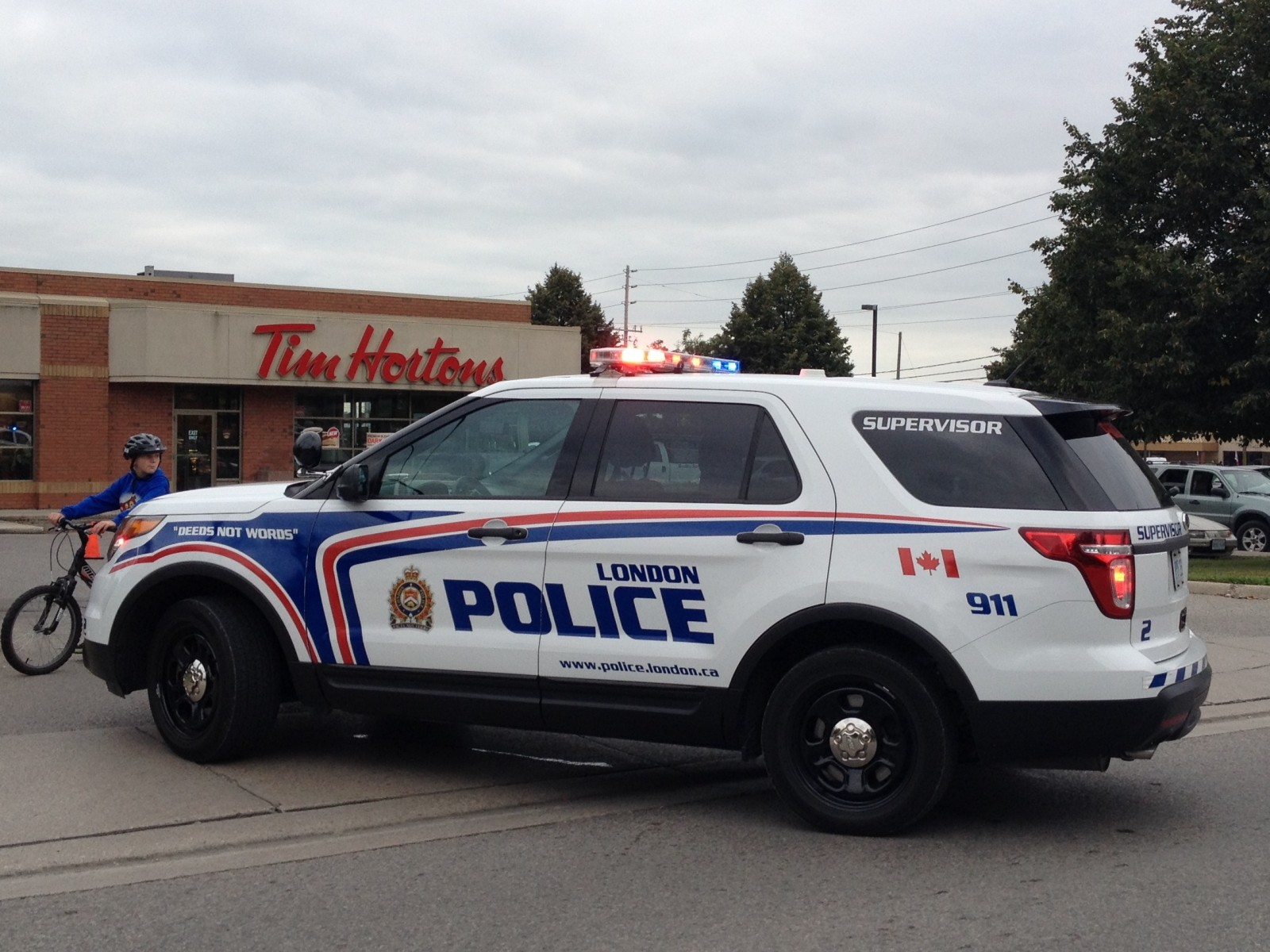 Suspect sought after pizza store robbed