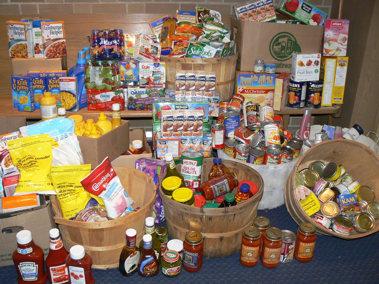 Business cares kicks off food drive