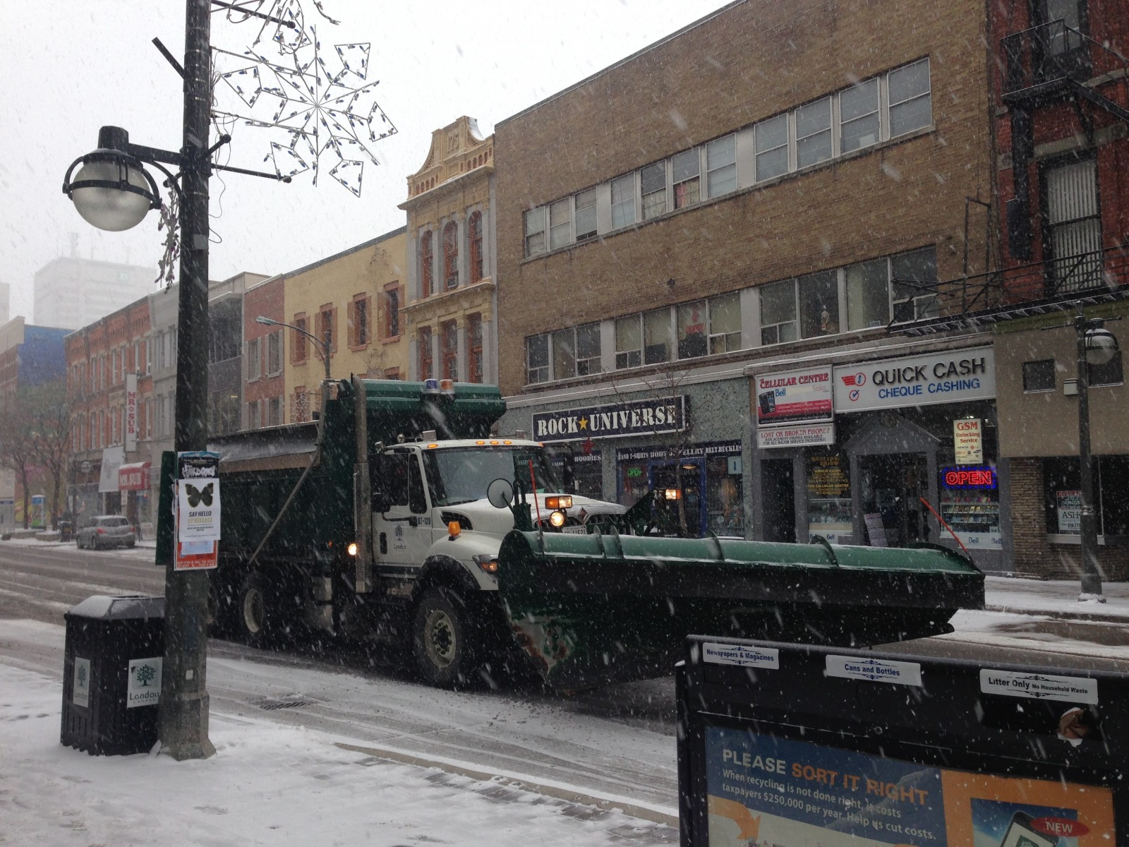 How London clears the snow in frigid temperatures