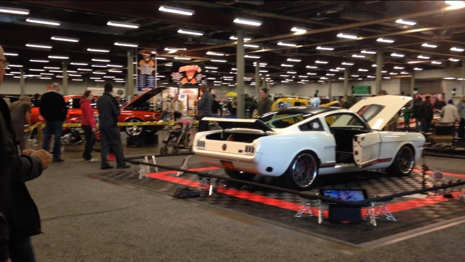Auto enthusiasts gather at Speed and Custom Car Show