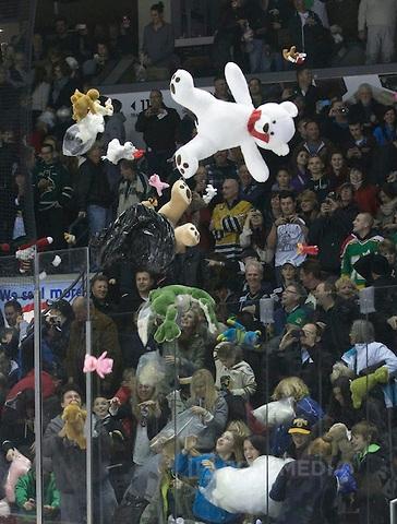 London Knights teddy bear toss