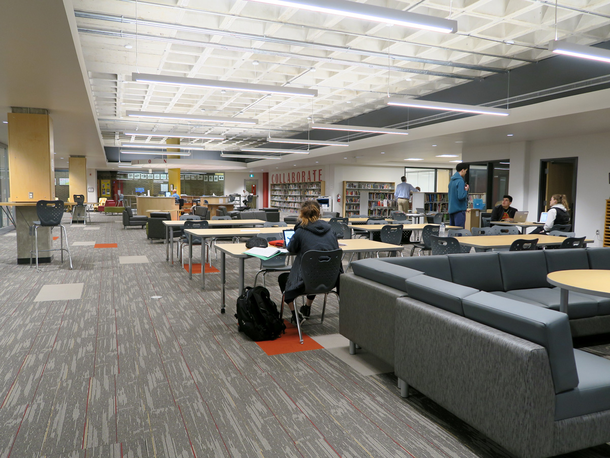 Saunders Secondary School goes High-Tech for a Higher Education