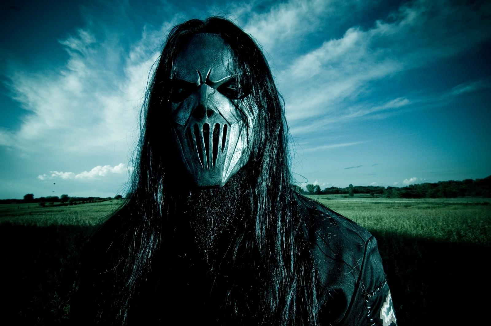 Slipknot Guitarist Gets Stabbed in Head