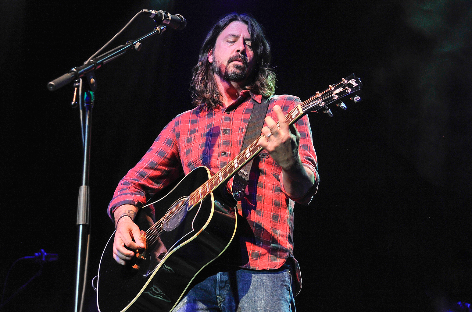 Here's some new Foo Fighters music!