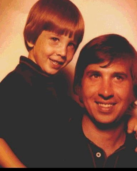 Marilyn Manson's Dad has passed away.