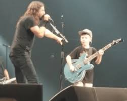 Dave Grohl and The Foos jam some 'Tallica!