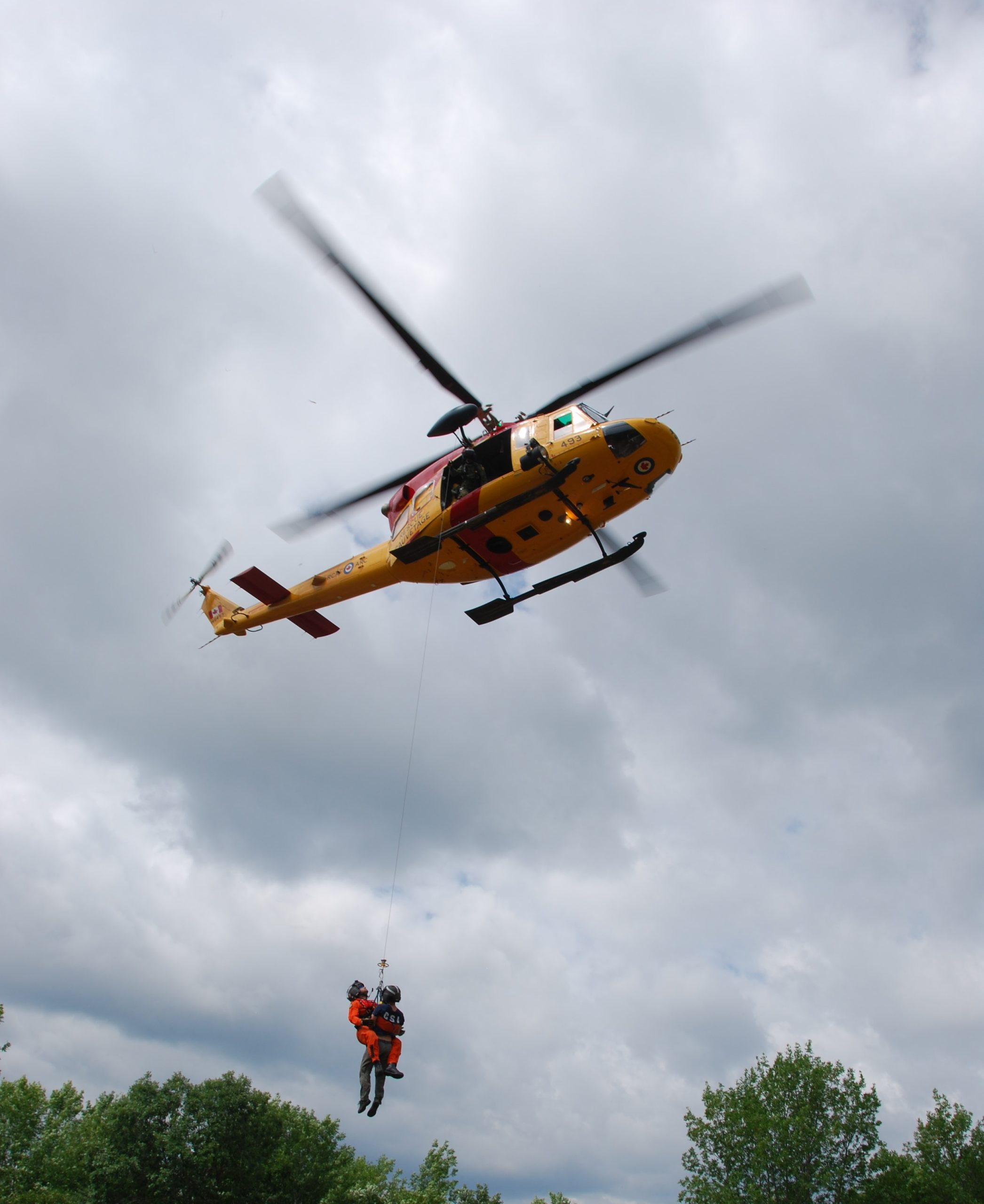Two people rescued after capsizing canoe in Algonquin Park