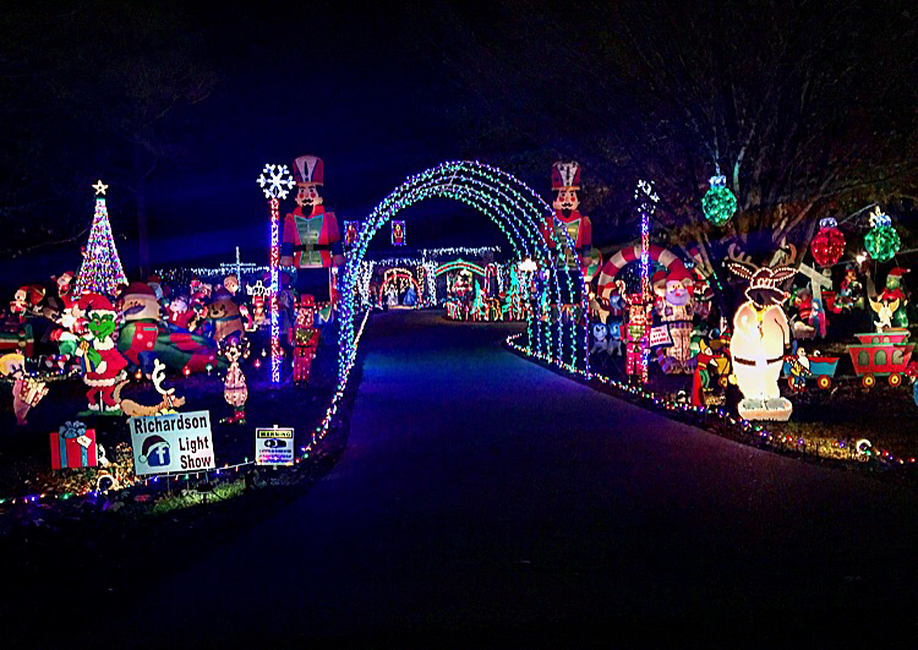 Massive Christmas Light Display Flashes in Sync with Ear Worm 'Baby Shark'  Song - Massive Christmas Light Display Flashes In Sync With Ear Worm 'Baby
