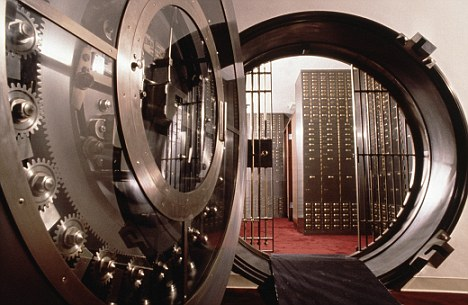 Fla. Teen Rescued After Being Trapped in Bank Vault for Hours