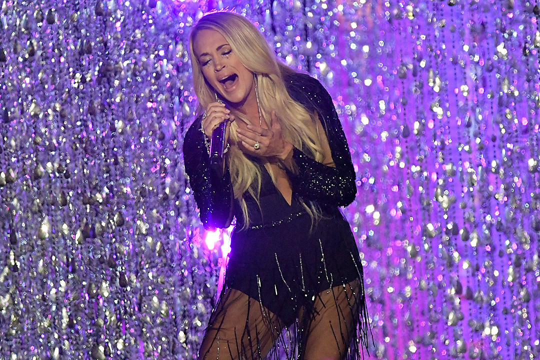 Carrie Underwood Performing at 2018 American Music Awards