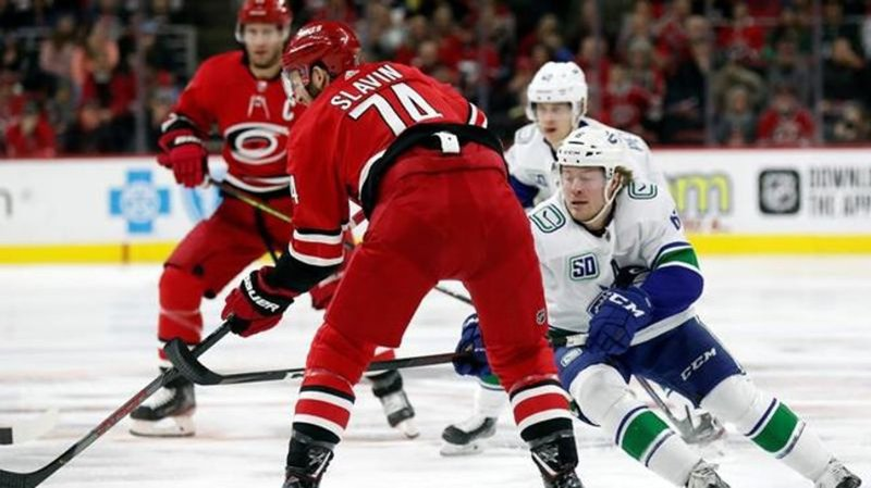 Williams' shootout goal lifts Hurricanes past Canucks, 4-3