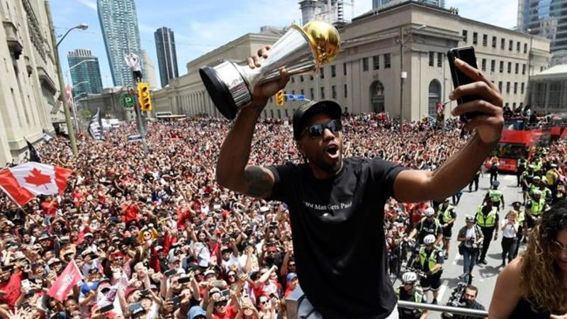 Lowry signs extension with Raptors