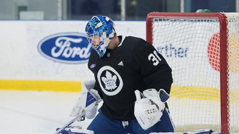 Toronto Maple Leafs goalie leaves game after collision against Florida Panthers