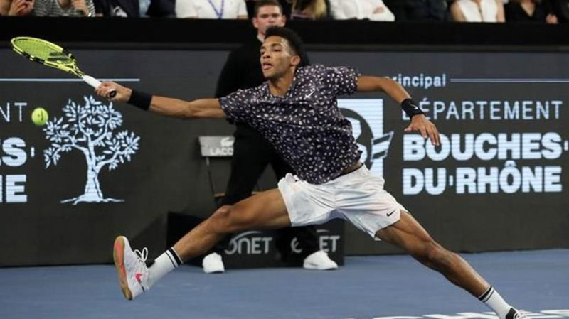 Tsitsipas sinks Auger-Aliassime to win Marseille title again