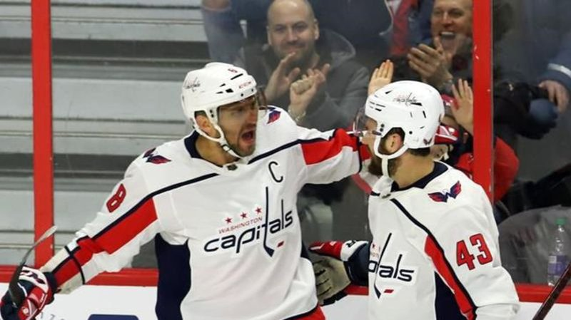 Ovechkin scores goal No. 695 to pass Messier