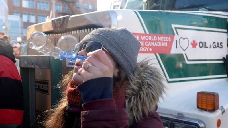 Pro pipeline protest convoy reaches Ottawa after rolling across country