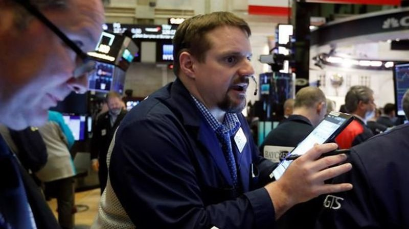 USA stocks sink, bond yields take another breathtaking drop