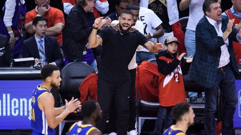 8da15935423 Drake, Wayne Gretzky among the celebrities taking in Game 5 of the NBA  Finals