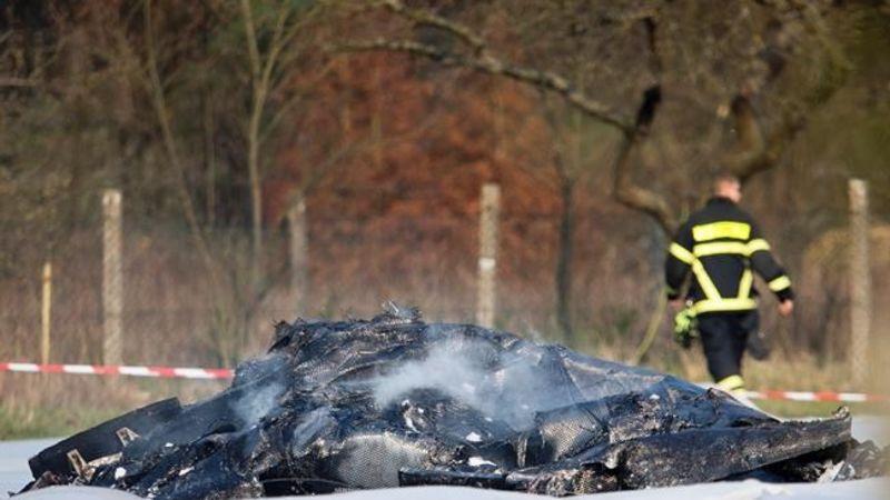3 die in Germany plane crash, 2 more in police car crash