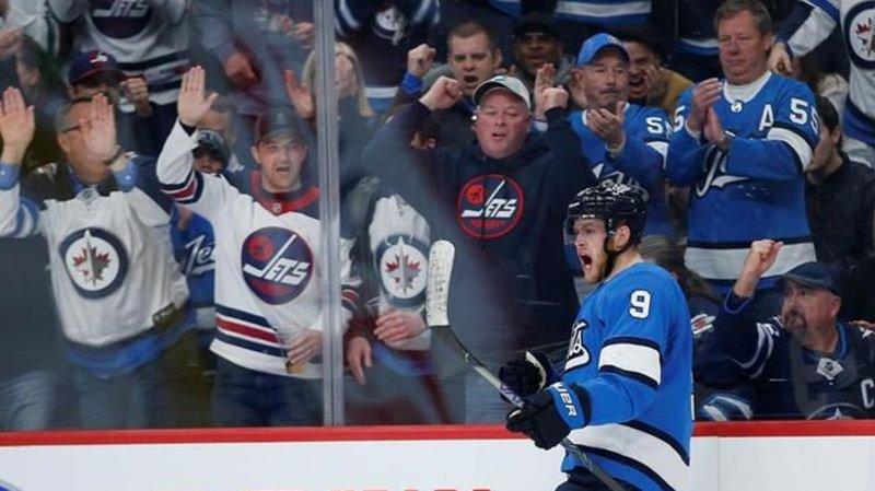 Roslovic Scores Twice As Winnipeg Jets Edge Division Leading Blues 5 2 Lethbridge News Now
