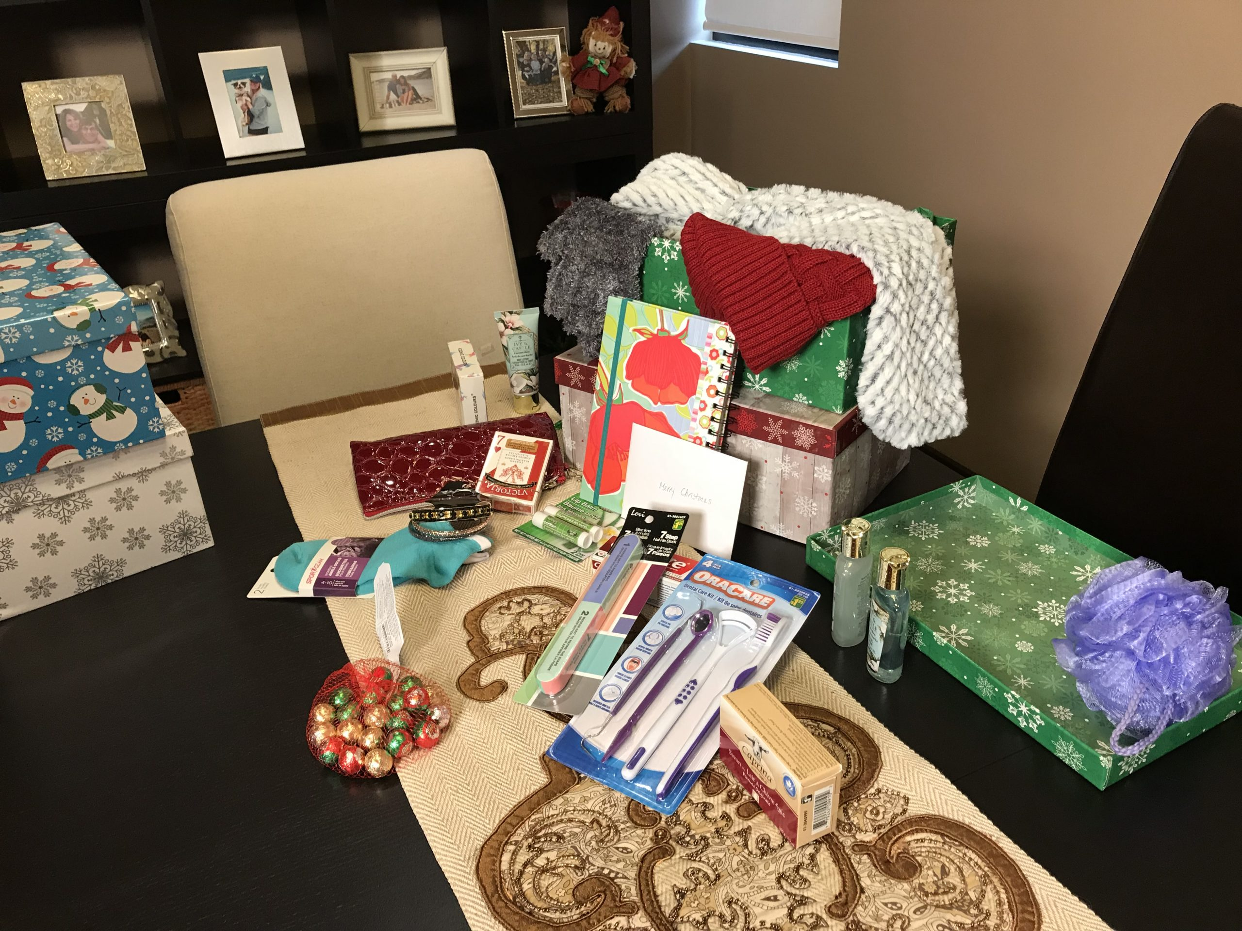 Stupendous Kamloops Shoebox Project Hopes To Distribute 200 Boxes To Uwap Interior Chair Design Uwaporg