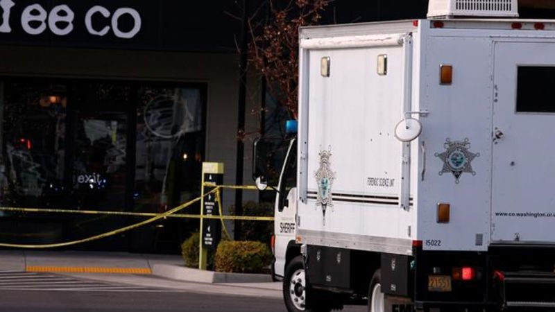 1 killed, others wounded in stabbing at Ore. shopping center