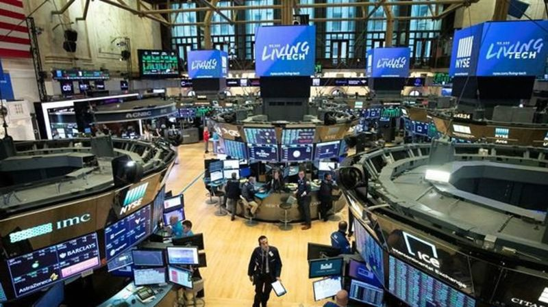 USA stocks dive more than 10% in early trading on recession worries