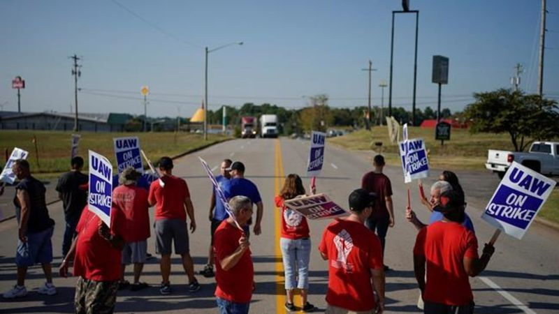 UAW should reject tentative contract