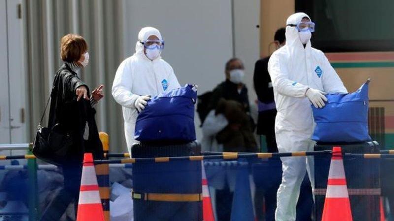 Passengers begin leaving after ship's quarantine ends