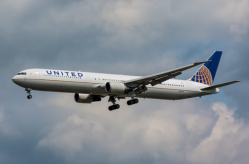 Chicago Aviation Officer Claims 'Minimal Force' In United Flight